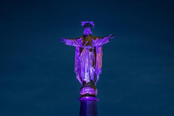 Jezus Waaghals paars aangelicht