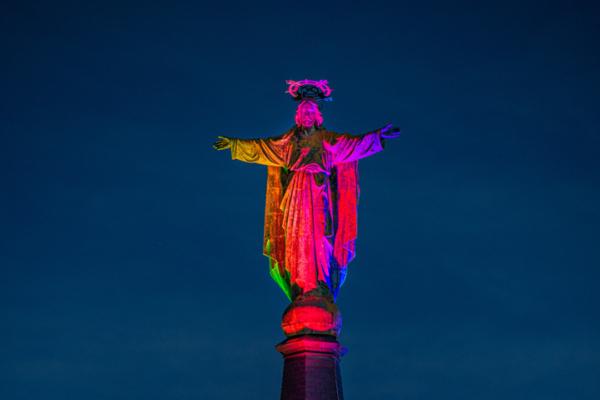 Jezus Waaghals regenboog aangelicht